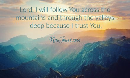 A Prayer to Persevere When You Can't Trace God's Hand